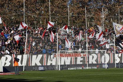Peñas del Alavés y Rayo instan a entrar al estadio cinco minutos más tarde