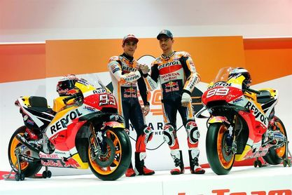 Márquez vuelve a subirse a una moto en Alcarrás
