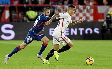 Hasta el 3 de abril habrá opciones de que Arana salga del Sevilla.