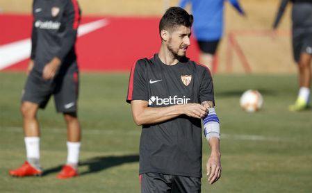Sergio Escudero en uno de los entrenamientos con el Sevilla