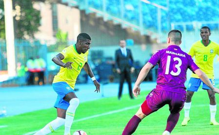 Emerson volvió a ser titular con Brasil.