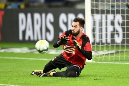 El Betis explota al sentirse estafado por el arbitraje en Rennes