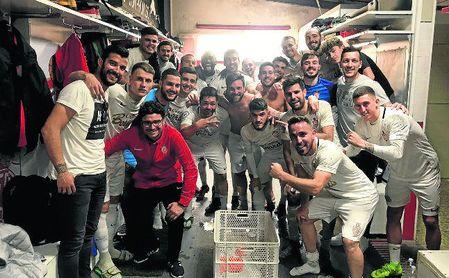 El equipo utrerano celebró un apurado triunfo, que le mantiene en la lucha por el liderato.