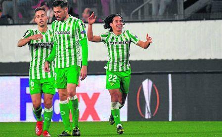 Lainez celebra el definitivo 3-3, su primer gol como bético.