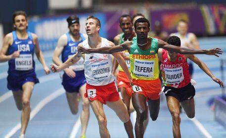 El etíope Tefera bate el récord mundial de 1.500 en sala con 3:31.04