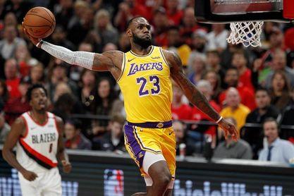 111-106. James da el triunfo a Lakers y Harden sigue con racha de 30 puntos