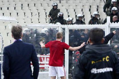 El AEK Atenas sancionado con dos partidos a puerta cerrada y 80.000 euros