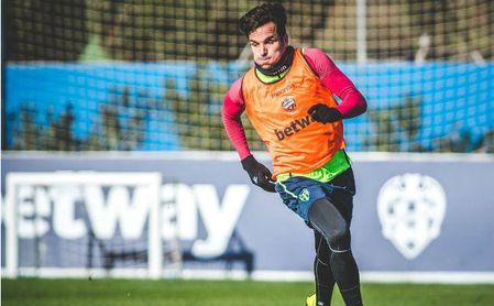 Toño García en uno de los entrenamientos con el Levante.