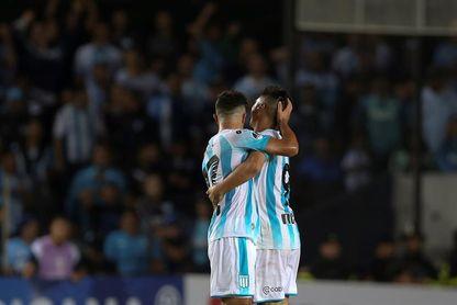 Racing busca asegurar su liderato en el fútbol de Argentina y Defensa espera por un traspié