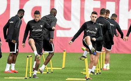 Arana sigue entrenándose con el Sevilla, pero no cuenta para Machín.