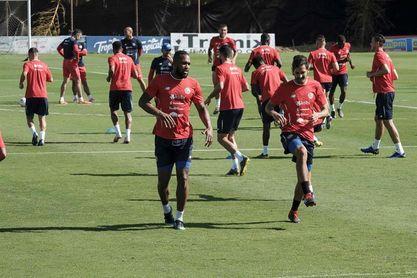 Costa Rica entrena con el equipo completo con miras al amistoso con Guatemala