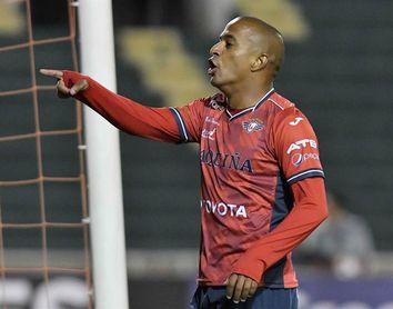 El caso de racismo contra el brasileño Serginho enfrenta a clubes bolivianos