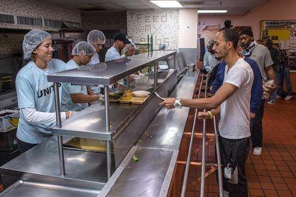 David Ferrer y Muguruza visitan un comedor social en Miami