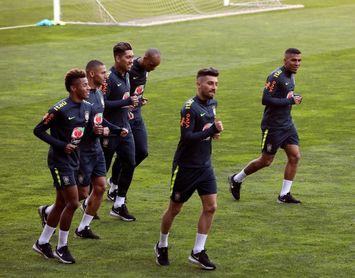 Brasil entre bastidores: entrenamiento invisible o canciones de los novatos