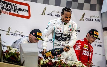 Hamilton encabeza otro ´doblete´ de Mercedes en Baréin y Bottas sigue líder