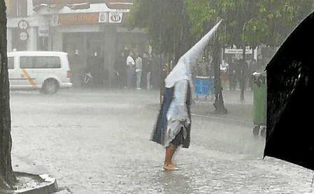 La lluvia rompe el Jueves Santo.
