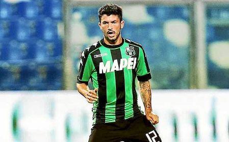 Milan, Inter y Napoli pretenden al mediocentro del Sassuolo.