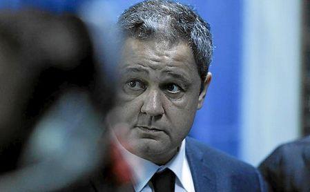 El presidente del Deportivo renuncia tras pedírselo la grada.