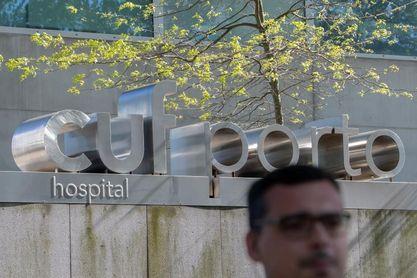 Óliver Torres y Alberto Bueno visitan a Casillas en el hospital