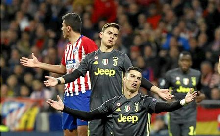 Dybala, junto a Cristiano en el duelo ante el Atleti en Champions.