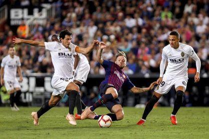 El Barça sale con Semedo y Coutinho; el Valencia con Wass, Rodrigo y Gameiro