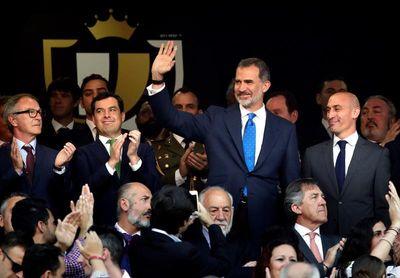 Un sector de la afición del FC Barcelona pita el himno; la del Valencia aplaude