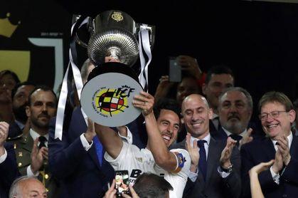 1-2. El Valencia toca de nuevo la gloria como broche de oro a su centenario