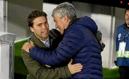 Rubi y Setién se saludan antes del partido de vuelta de los cuartos de final de la Copa del Rey.