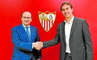 José Castro y Lopetegui, tras firmar el contrato del técnico sevillista.
