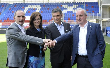 Gargarza, a la izquierda, dice que cuentan con Jordán para su nuevo proyecto.