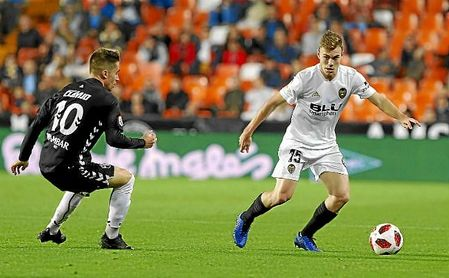Lato, en un partido de Copa con el Valencia.