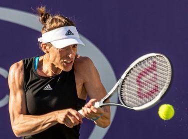 La belga Elise Martens vence a la alemana Andrea Petkovic por un doble 6-2