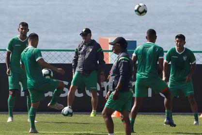 Bolivia repite con el once del debut y Perú cambia a Gonzales por Flores