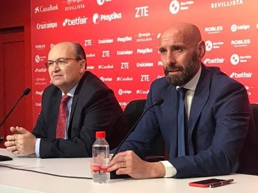 Monchi, junto a Pepe Castro en una rueda de prensa.