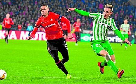 Ben Arfa (32), tras salir del Rennes, continúa libre.