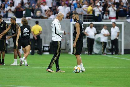 El Real Madrid entrenó en el NRG Stadium ante varias decenas de aficionados
