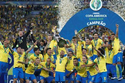 En julio el fútbol festejó con Brasil y México, pero el boxeo lloró dos muertes