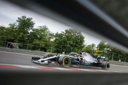 Hamilton fue el más rápido en Hungría, donde se 'aguó' el segundo ensayo