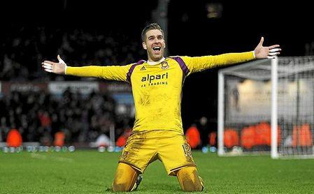Adrián firmará por el Liverpool.