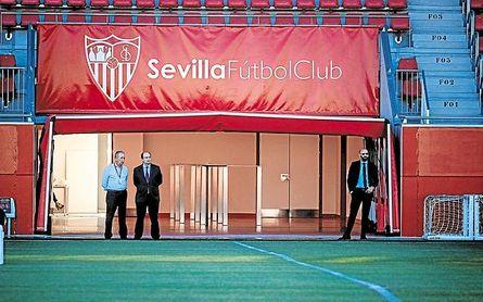 El Sevilla derriba el muro de los diez millones