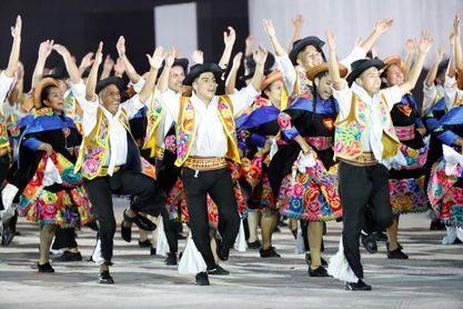 Folclor y danzas urbanas marcan cambio de posta de Lima 2019 a Santiago 2023