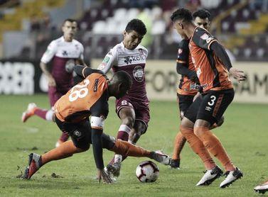 2-0. El Saprissa toma ventaja frente a un defensivo Águila en la Liga Concacaf