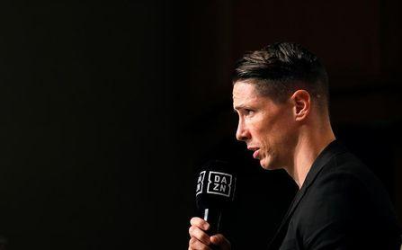 Torres pone punto y final a su carrera arropado por Iniesta y Villa