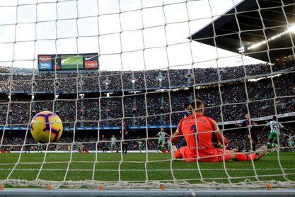 Barça y Betis, apurados por una victoria ya en la segunda jornada
