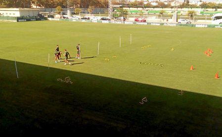 Los descartados para Barcelona se entrenan en la ciudad deportiva del Betis.
