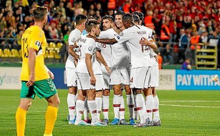 Carvalho redondeó anoche la goleada de Portugal ante Lituania.