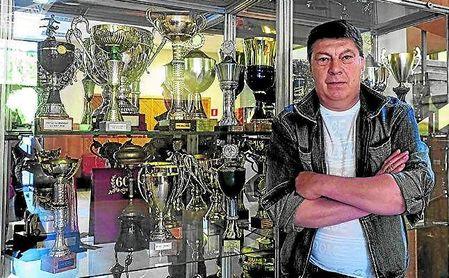 Rinat Dassaev posa en la ciudad deportiva del Spartak de Moscú