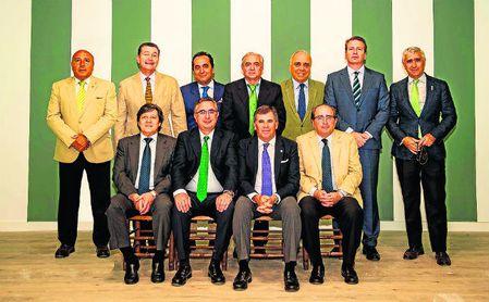 Los socios fundadores de la 'Peña Bética Los Remedios'.