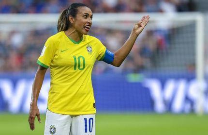 La futbolista brasileña Marta creará un albergue para animales abandonados en su ciudad natal