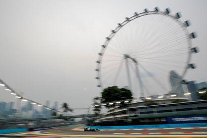 Hamilton toma el mando en los segundos libres de Singapur
